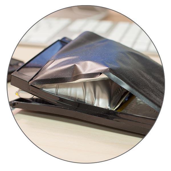Поврежденный аккумулятор может начать вздуваться внутри корпуса MacBook