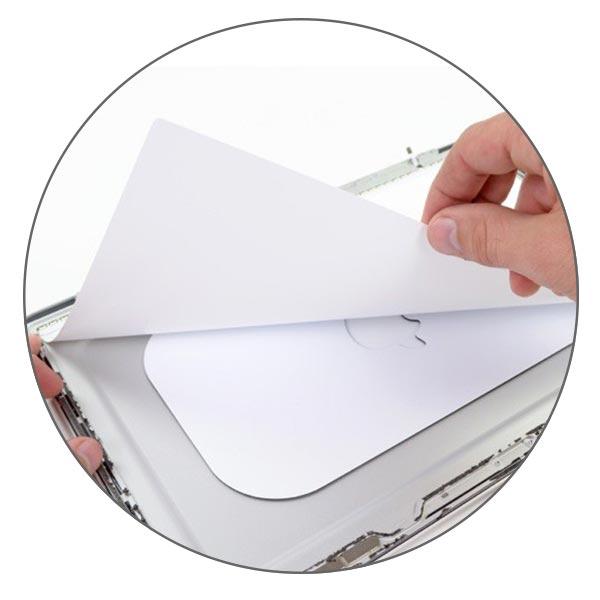 Под матрицей MacBook Air слои рассеивателя и отражателя