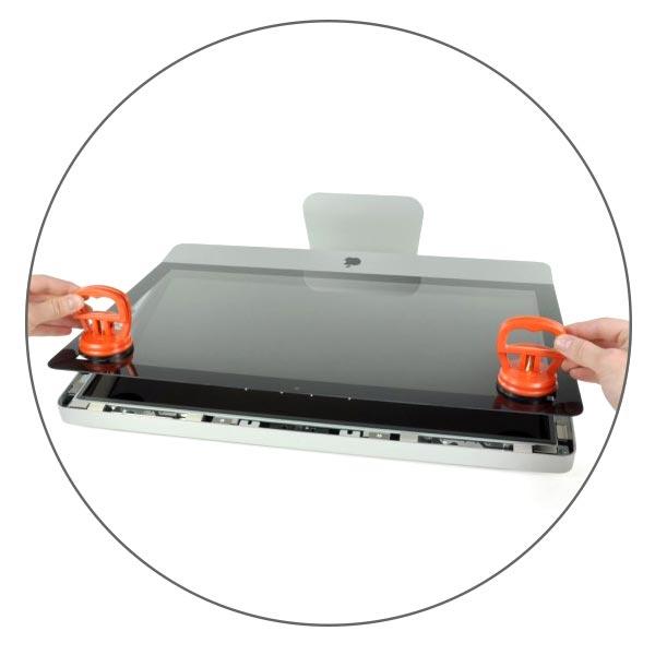 стекло iMac снимается при помощи присосок и держится на магнитах