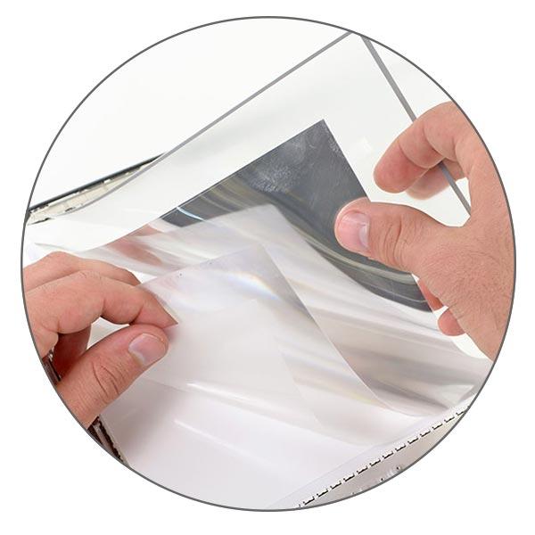 Под матрицей MacBook Pro Retina и Air скрыты слои рассеивателя и отражателя подсветки.