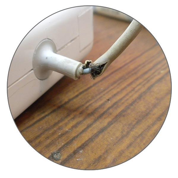 Поврежденное зарядное устройство MacBook